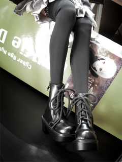 M-more legs~!! @_@